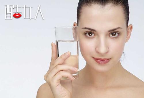 资讯生活皮肤干燥如何补水保湿 皮肤干燥三个补水保湿步
